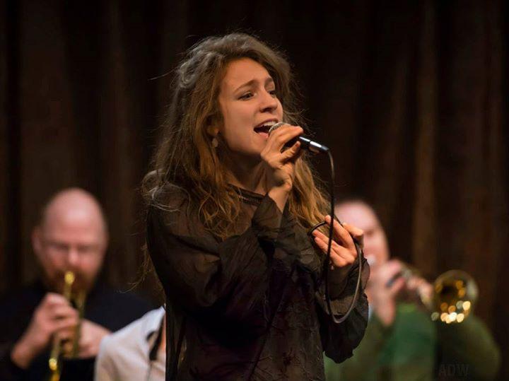 JazzBuffalo, Lindsey Holland